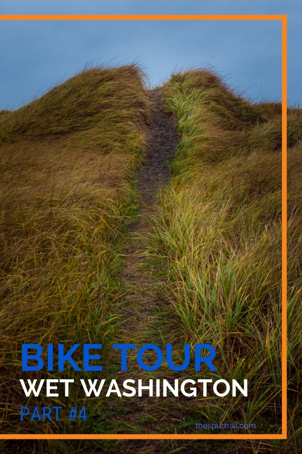 Bike tour, bicycle tour down the West Coast of the USA from Canada to Mexico, dunes in Oregon by the Pacific Ocean